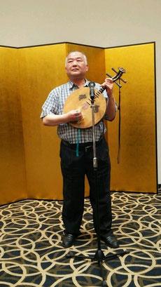 前夜祭で月琴を演奏される坂田琴士