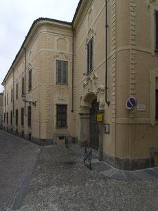 Palazzo Langosco - Ingresso da Via Leone 19