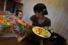 お子様を遊ばせながらでもママも安心して食べられます♪