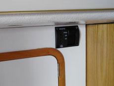 Controle de niveau dans le cabinet de toilette