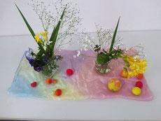 春の花と一緒に飾ってみました
