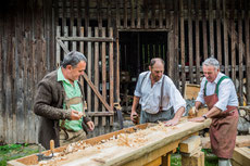 Experience traditional craftmenship, for children and adults