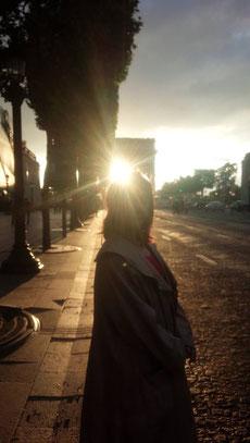 パリ 凱旋門と夕陽