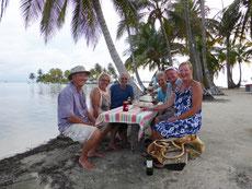 Dinner ausnahmsweise an Land: Vorne Denny und Becky, die Eigner der Segelyacht, hinten links Dalia und Ilan, unsere Mitsegler