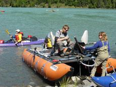 Samstag, 13.06.15, 30 Grad und wolkenlos: Angeln und paddeln am Kenai Lake/Kenai River ist ein großes Familienereignis