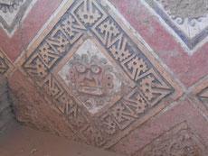 Die Ornamente in der Mondpyramide zeigen freundliche, wohlgesonnene Goetter...