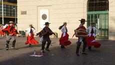 Tänzer am Plaza de Armas