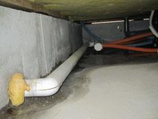 床下:浴室からの漏水
