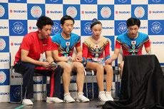 選手からコーチになった金井拓海コーチ(左)