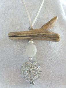 collier circulaire en bois flotté