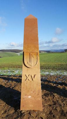 Obelisk 15:00 Uhr, Wappen Katzweiler