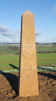 Obelisk 12:00 Uhr, Wappen Schneckenhausen