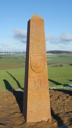 Obelisk 11:00 Uhr, Wappen Heiligenmoschel