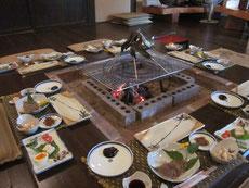 農家レストラン:囲炉裏を囲んで山菜料理に舌鼓