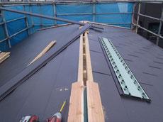 屋根裏換気塔の取付2