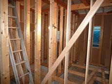 間柱 窓台 まぐさの取り付け作業