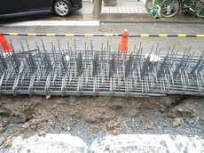 基礎工事の鉄筋の搬入1