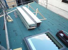 ガルバリウム鋼板の屋根の施工