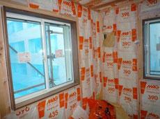 壁断熱材施工1