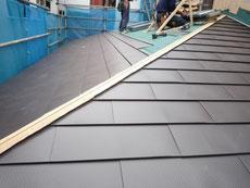 ガルバリウム鋼板の屋根 施工中
