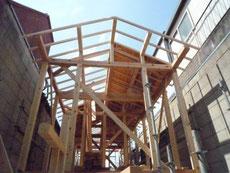 施工中の切妻屋根