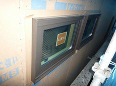サッシ廻りの防水テープの施工画像1