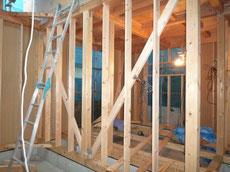 間柱 窓台 まぐさの取り付け作業2