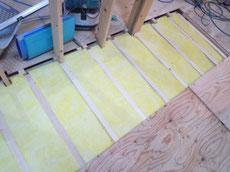 床下断熱材の施工2