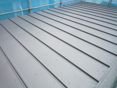ガルバリウム鋼板の縦葺屋根