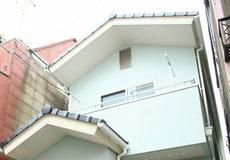 瓦葺きの切妻屋根