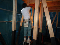 無垢の木でつくる 台東区 木造3階建て耐火建築物 間柱・筋違 画像2