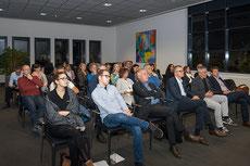 gespannte Besucher bei Haberkorn GmbH