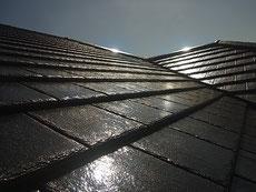 熊本市K様邸屋根塗装完成。塗料は長持ち・高光沢ブラックカラー使用。