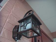 玄関照明 おしゃれブラウンに塗替え。