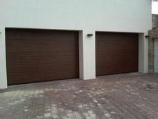 puerta seccional acanalada madera nogal