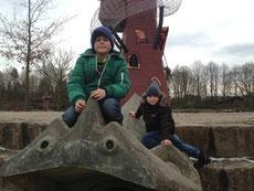 Philipp und Marvin im Park
