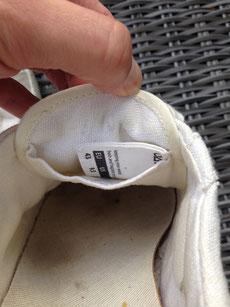 Hier siehst Du die Zungentasche. Im Lieferumfang inbegriffen war ein kleines Samenbeutelchen. Damit vergäbst Du die Oat Shoes und bringst sie zum blühen.