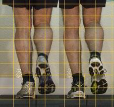 der Läufer trägt hier zum Vergleichen seinen alten Laufschuh und den neuen Schuh, um in der Dynamik zu überprüfen, ob der Schuh geeignet ist für ihn