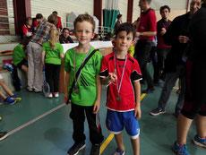 Robin (à droite) tout content d'arborer sa médaille aux côtés de l'autre finaliste du PAB.