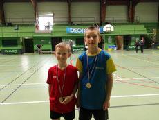 Yoni (gauche), fier d'arborer sa médaille et Lucas le finaliste (Dives)