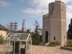 見晴らしの塔(右)とオルゴール
