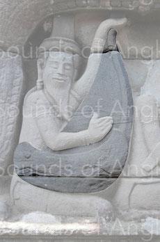 Harpiste du gopura oriental, linteau oriental. Banteay Chhmar. XIIe-XIIIe s.