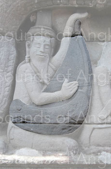 Harpiste du gopura oriental, linteau oriental. Banteay Chhmar. Fin XIIe-début XIIIe s.