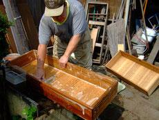 砥の粉落としと、洗剤で汚れを落とします。