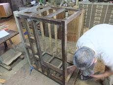 水屋戸棚の上置き、下台の天板、棚板、裏板、側板の剥がしが終了しました。