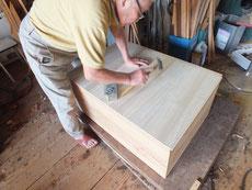 裏板台輪も作り直し、新しい桐板を貼っています。