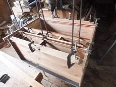 時代箪笥上台の胴縁、棚板に新しい木を貼り直しました。