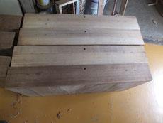引き出しの前面をカンナにて粗削りしました。本体完成後、仕込み仕上げ削りをします。