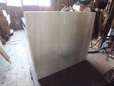 時代箪笥裏板の傷みがひどい為、剥がし新しい桐板に貼替する作業をしました。