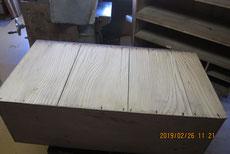 箪笥底板のノリ切れと錆釘のため糊を入れ固め直しました。